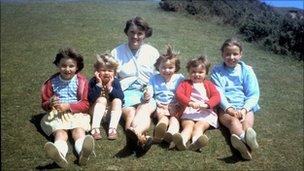Professor Robert Edwards' wife and five daughters