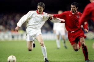 Chwaraeodd Speed ei gêm gyntaf i Gymru yn 20 oed yn erbyn Costa Rica yn 1990. Yma mae'n chwarae yn erbyn Gwlad Belg yn 1993