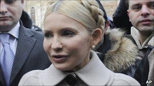 Yulia Tymoshenko arrives at the prosecutor-general's office in Kiev (20 December 2010)
