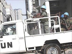 UN peacekeepers patrol street in Abidjan, 22 Dec 10