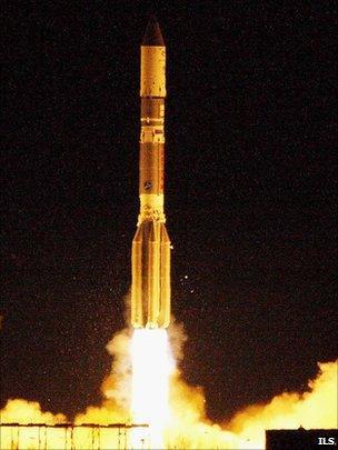 The Proton climbs into the pre-dawn sky