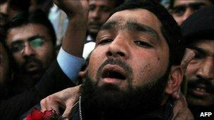 Mumtaz Qadir leaving court in Islamabad on 5 January
