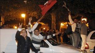 Supporters of Tunisian President Zine al-Abidine Ben Ali celebrate in Tunis (13 Jan 2011)