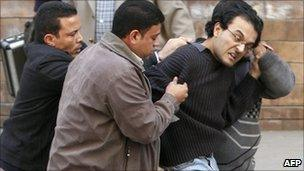 Plain clothes police arrest a man in Cairo, Egypt (16 Jan 2011)