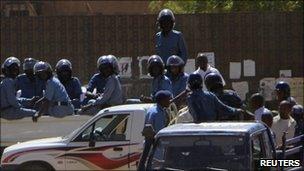 Riot police in Khartoum (30/01)