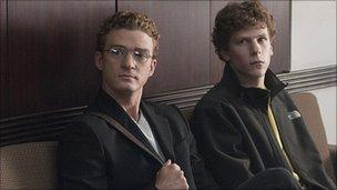 Jesse Eisenberg with Justin Timberlake (l) in The Social Network