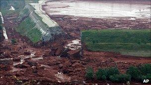 Breach in Ajka plant reservoir, 5 Oct 10