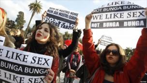 Anti-Berlusconi protesters in Rome's Piazza del Popolo on 13 February 2011