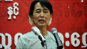 Aung San Suu Kyi speaks at NLD headquarters in Rangoon, Burma (8 Feb 2011)