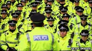 Police face 'big challenge' to safeguard front line - BBC News