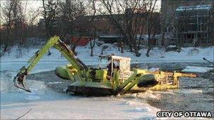 Amphibex ice breaker
