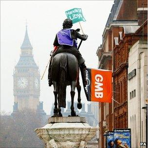Statue in Trafalgar Square, the day after the march
