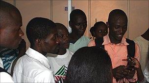 Akendewa volunteer