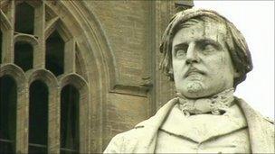 Herbert Ingram statue