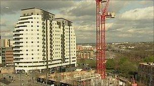The unstable crane in Birmingham