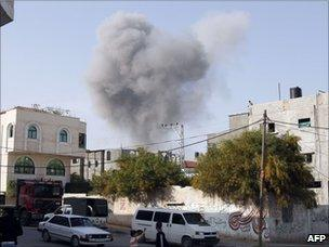 Smoke billows from a bombed Hamas police training camp in Beit Lahia (7 April 2011)