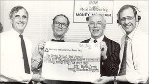Presenting a Money Mountain cheque