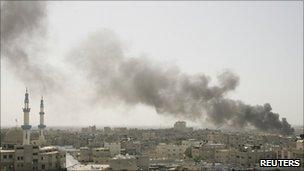 Smoke from an Israeli strike rises from near Rafah, on the border of the Gaza Strip with Egypt - 8 April 2011