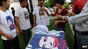 Bob Dylan fans buy merchandise in Vietnman