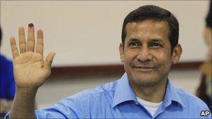 Ollanta Humala casting his vote on 10 April 2011