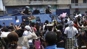 A French patrol in Abidjan, 12 April 2011
