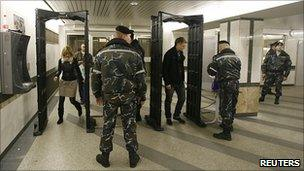 Police check in Minsk metro, 12 Apr 11
