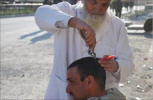 Char Gul cutting hair