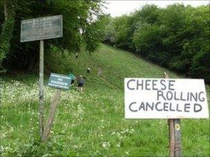 Sign at bottom of Cooper's Hill saying the Cheese Rolling is cancelled