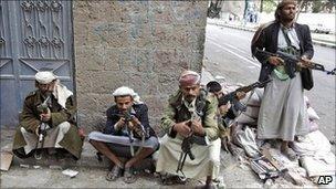 Armed tribesmen in Sanaa, Yemen, 26 May 2011