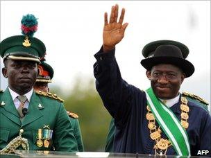 Goodluck Jonathan inspects a military parade during his inauguration ceremony (29 May 2011)
