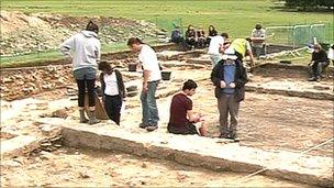 Students working on dig