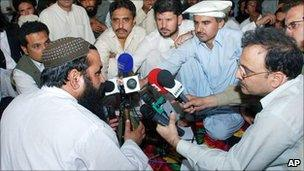 Journalists speak to the late Pakistani Taliban leader Baitullah Mehsud in 2008