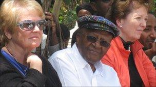 Gro Brundtland (L), Desmond Tutu (C), Mary Robins (R)