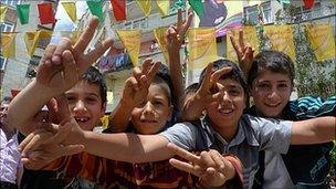 Kurdish children show support for the PKK