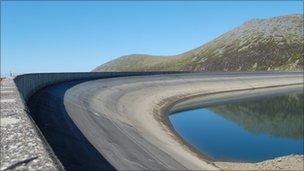 Picture of the damn at the top of Dinorwig pumped storage plant