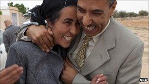 Fedia Hamdi is released from prison in Sidi Bouzid, Tunisia (20 April 2011)