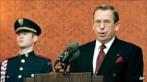 Vaclav Havel making a speech in 1999