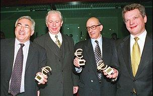 EU Commission president Jacques Santer (2nd L) watches Finance Ministers Dominique Strauss-Kahn (L) from France, Antonio de Sousa Franco (2nd R) from Portugal and Finnish Finance minister Sauli Niinisto (R) posing with small 'Euro'-sign sculptures