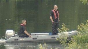 Berkshire police searching the River Thames