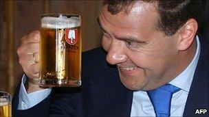 Russia classifies beer as alcoholic - BBC News