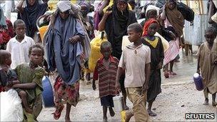 Displaced Somalis arrive in Mogadishu