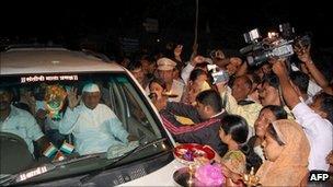 Anna Hazare returns to his village of Ralegan Siddhi on 31 August 2011