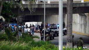 General view of the scene where 35 bodies were found at the Adolfo Ruiz Cortinez Blvd in Boca del Rio municipality, Veracruz State, Mexico, 20 September 2011
