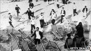 Margate capitalises on 1964 Mods and Rockers' riots - BBC News