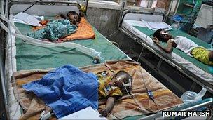Children suffering from viral encephalitis in a Gorakhpur hospital