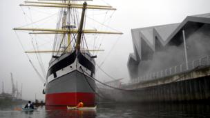 Kayakers by the Tall Ship and Riverside Museum on the River Clyde