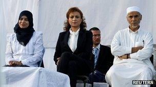 Souad Abdelrahim (centre) in Tunis, 21 October 2011