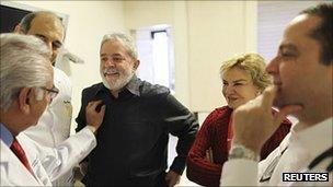 Former Brazilian President Lula and his wife Marisa Leticia talk with doctors