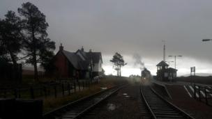 A steam train stopped at Corrour train station