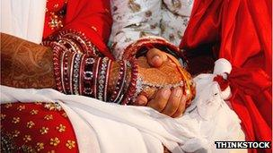 India's 'wedding detectives' enjoy booming trade - BBC News